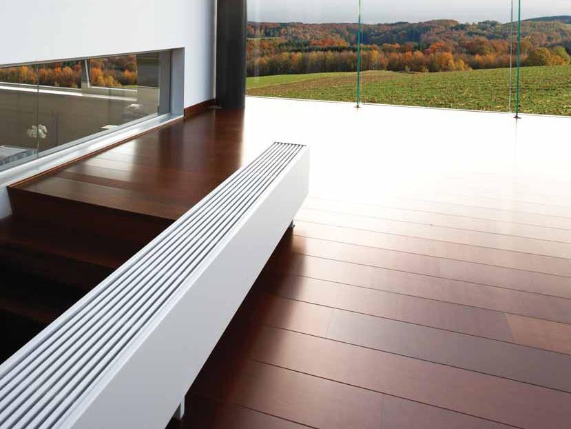 standheizk rper freistehende heizk rper vor bodentiefen glasfl chen. Black Bedroom Furniture Sets. Home Design Ideas